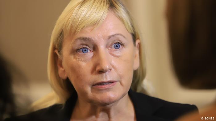 Елена Йончева: ″Смятам, че Нинова подкрепя Борисов лично″   Новини и  анализи от България   DW   18.10.2020